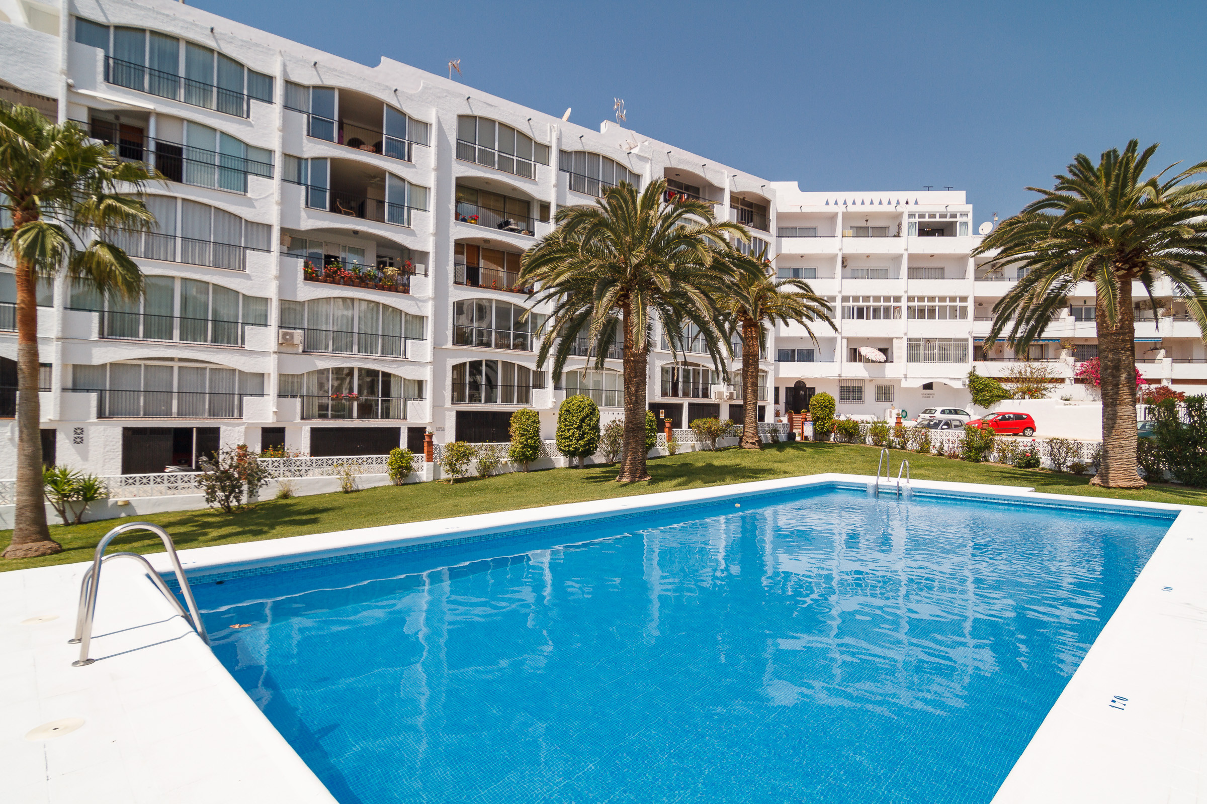 Edificio Carabeo Nerja - Apartments for rent (ES)